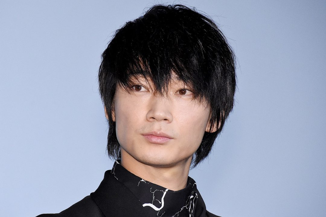 綾野剛の若い頃は筋肉少ない?髪型は変化してる?【画像あり】